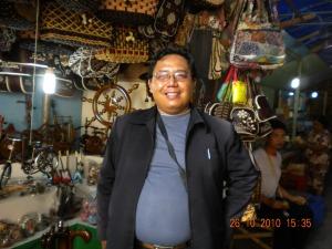 Wisata ke pasar krajinan di Blitar