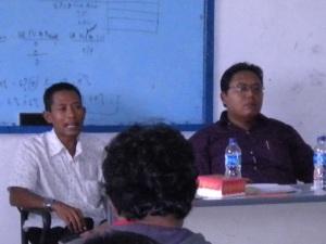 Bayu & Arisyahidin sedang Seminar Proposal Skripsi di Uniska (2)